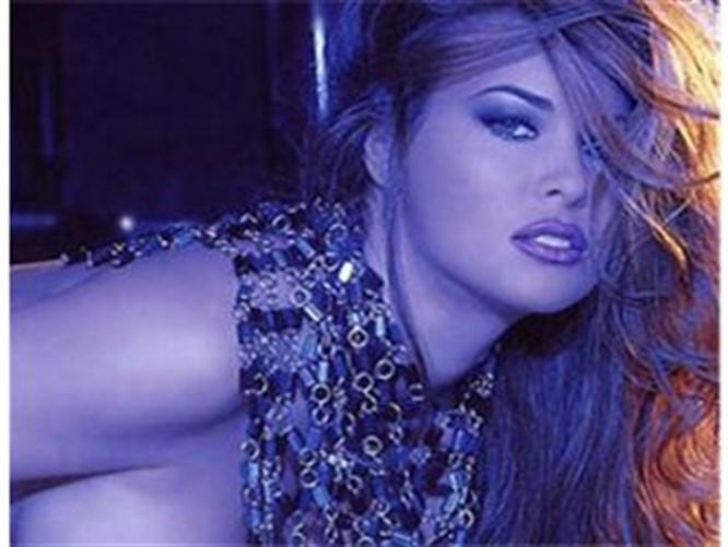 Carmen Electra striptiz DVD'si!